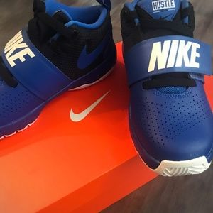 Kid's Nike Team Hustle D8 Sneaker-BRAND NEW In Box